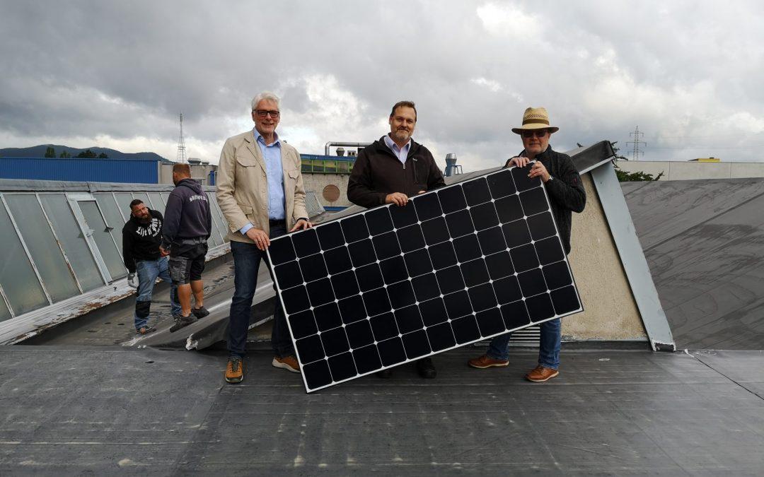 Erste PV-Anlage für die Wiener Grätzl Energiegemeinschaft errichtet